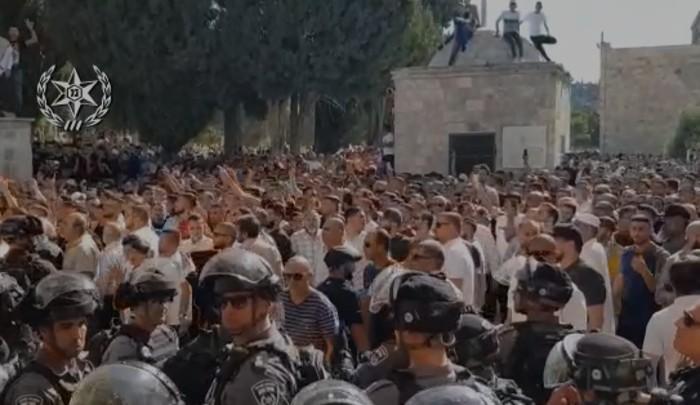 מתיחות בירושלים: עימותים בין שוטרים ומתפללים בהר הבית | Israel Defense