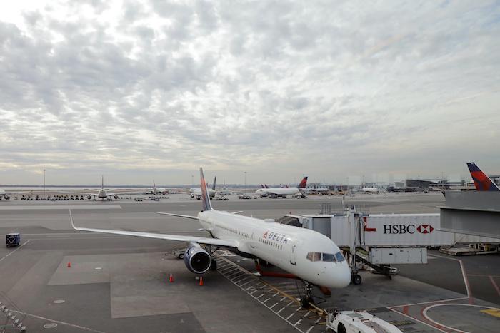 """רשות התעופה האמריקנית: """"תנועת הנוסעים ירדה ב-90 אחוזים"""""""