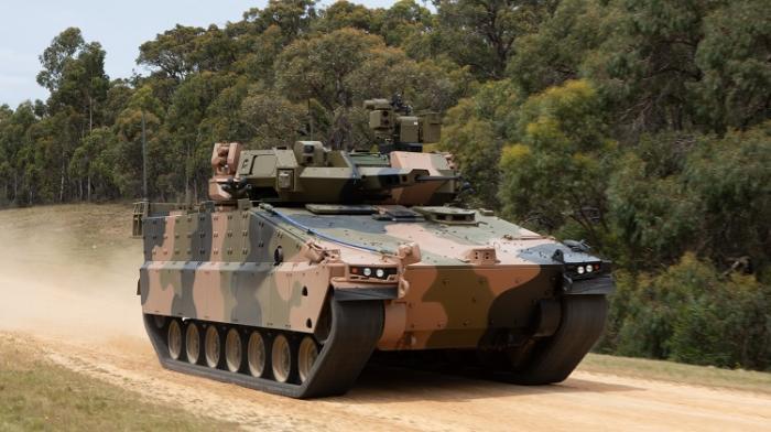"""אלביט בפנים: Hanwha Defense השיקה רשמית את נגמ""""ש Redback באוסטרליה"""