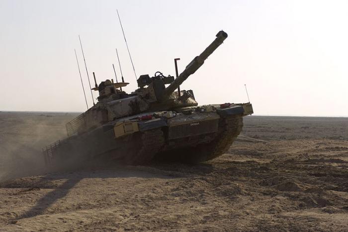 בריטניה מקצצת בשליש את מספר הטנקים בצבאה מסיבות תקציביות