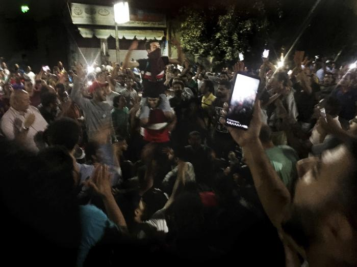 שובן של המחאות במצרים: אלפים הפגינו נגד א-סיסי