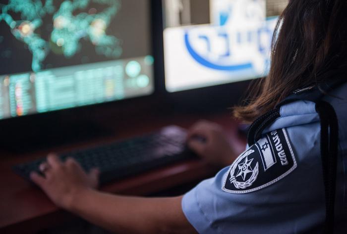 הערכה: משטרת ישראל עושה שימוש בחולשות יום אפס