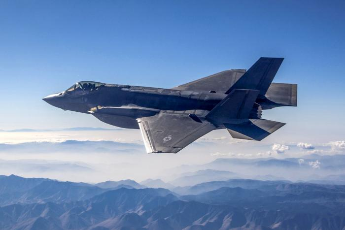 Elbit to Develop Panoramic Cockpit Display Units for F-35