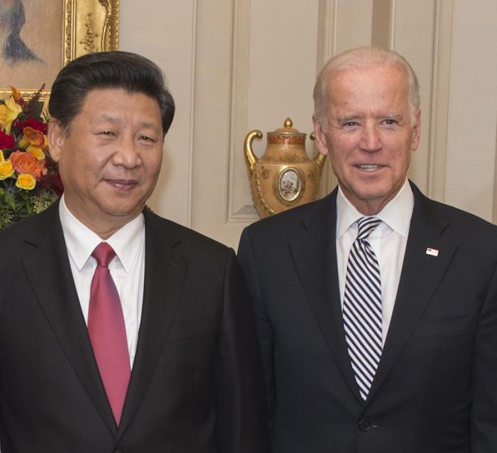 ארה״ב: פוליטיקאים דורשים מהממשל להסביר מדוע הוסרו תביעות נגד מרגלים סינים