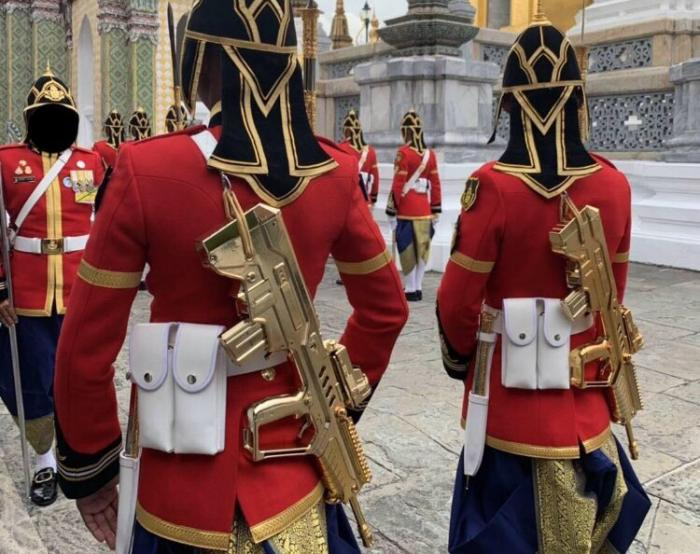 Golden Tavor Spotted at the Hands of Royal Thai King's Guard