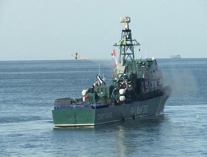 """ספינת """"סער-62"""" של אזרבייג'ן שיגרה טיל Spike NLOS במסגרת תרגיל"""