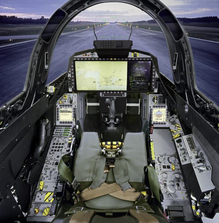 AEL בתערוכת LAAD בריו דה זנ'רו, ברזיל, מציגה את הקוקפיט של מטוס הגריפן