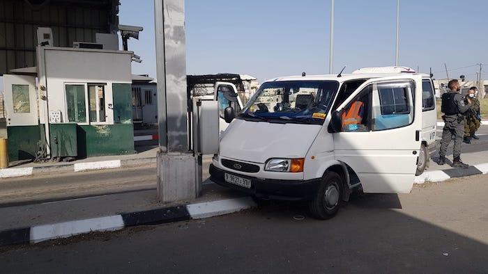 """צפו: פיגוע נגד לוחם מג""""ב במחסום הקיוסק"""