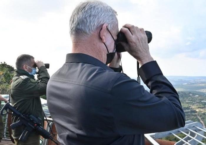 Gantz to fly to France for talks on crisis in Lebanon