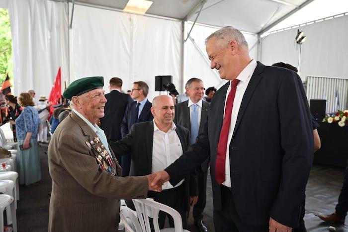 שר הביטחון במסר לעולם הערבי: ישראל לעולם תשמור על חופש הפולחן במקומות הקדושים