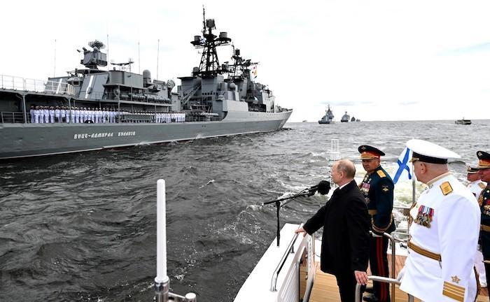 """פוטין מאיים בים: """"אנו מסוגלים לגלות כל אויב מעל ומתחת למים ולתקוף אותו"""""""