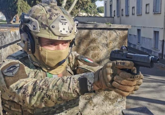 Italian Army starts to receive Beretta APX pistols