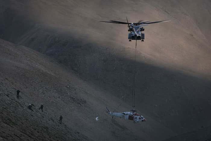 קליפורניה: מסוק K הרים וחילץ מסוק SEA HAWK