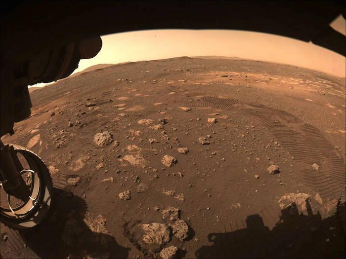 """רכב החלל """"התמדה""""של נאס""""א יצא לטיול ראשון מוצלח על קרקע המאדים"""